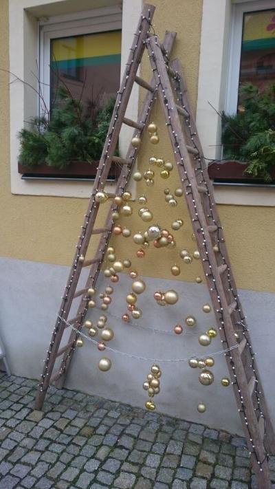 Árvore de Natal com Bolinhas na escada