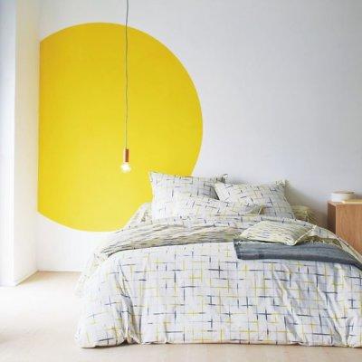 pintura de parede criativa no quarto minimalista