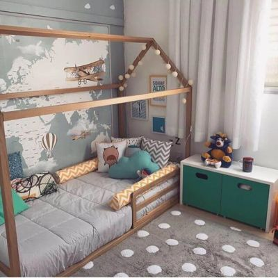 Cama montessoriana no quarto infantil