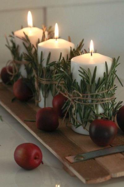 Enfeites com vela para mesa de Natal com alecrim