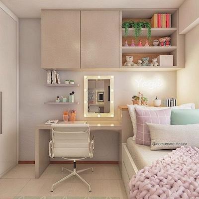 Escritório home office feminino no quarto