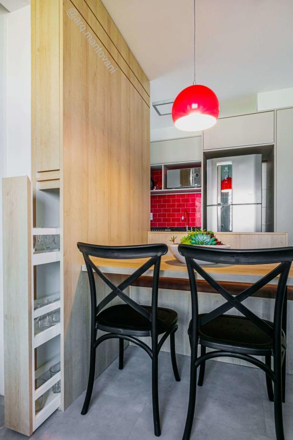 Decoração de sala de jantar pequena com marcenaria planejada