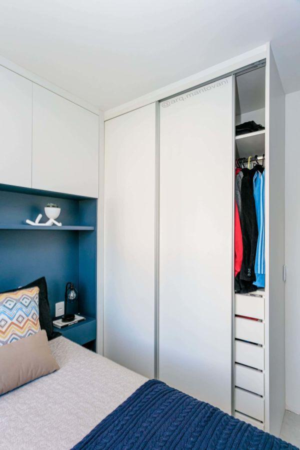 Decoração de quarto de casal com marcenaria inteligente planejada