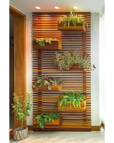 Painel vazado ripado suporte de plantas na varanda