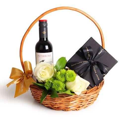 comprar cesta com vinho, flores e bombom