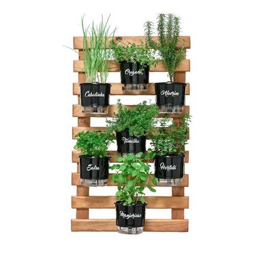 Vasos auto irrigáveis para horta vertical