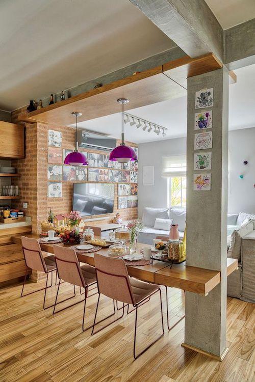 Ambiente integrado de sala e sala de jantar estilo industrial