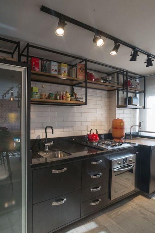 Cozinha pequena e simples com decoração estilo industrial