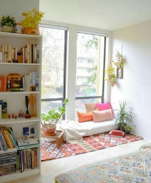 Espaço zen com tapete e plantas