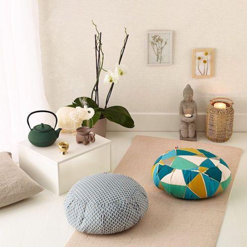 Decoração de Espaço zen com almofadas na sala