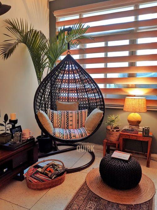 Cadeira suspensa na decoração de cantinho zen
