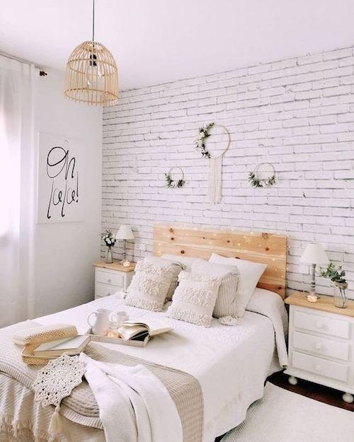 papel de parede tijolinho no quarto estilo boho chic