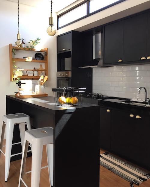 Cozinha preta: Confira 5 dicas para montar a sua