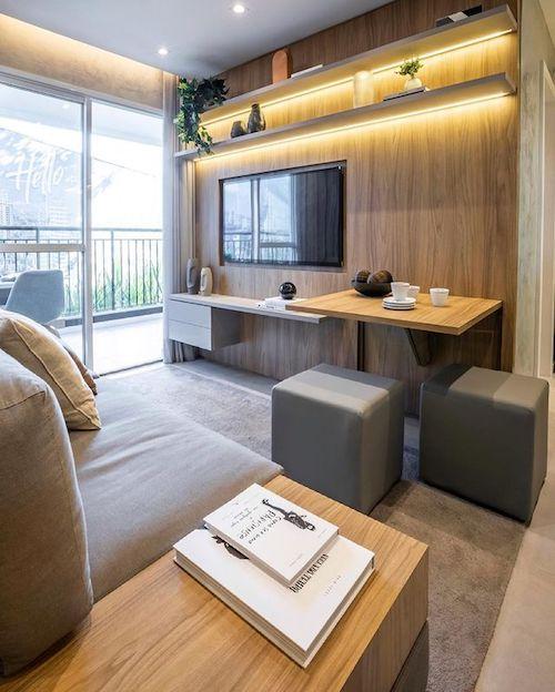 Decoração de sala pequena com móveis planejados e painel de tv com iluminação de led