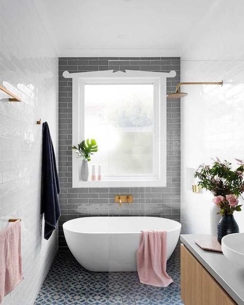 Banheiro com banheira: 5 dicas para decorar em grande estilo!