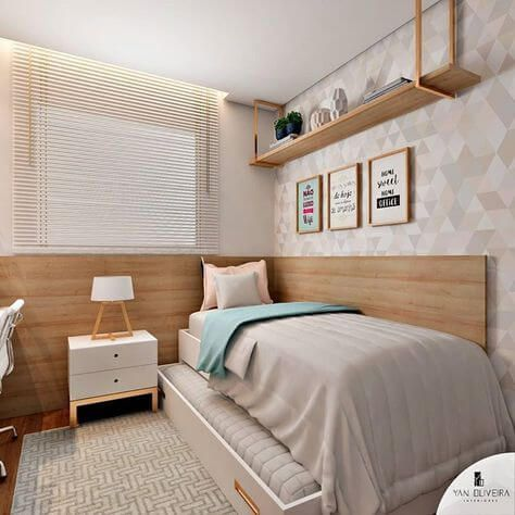 Quarto de adolescente com papel de parede e móveis planejados